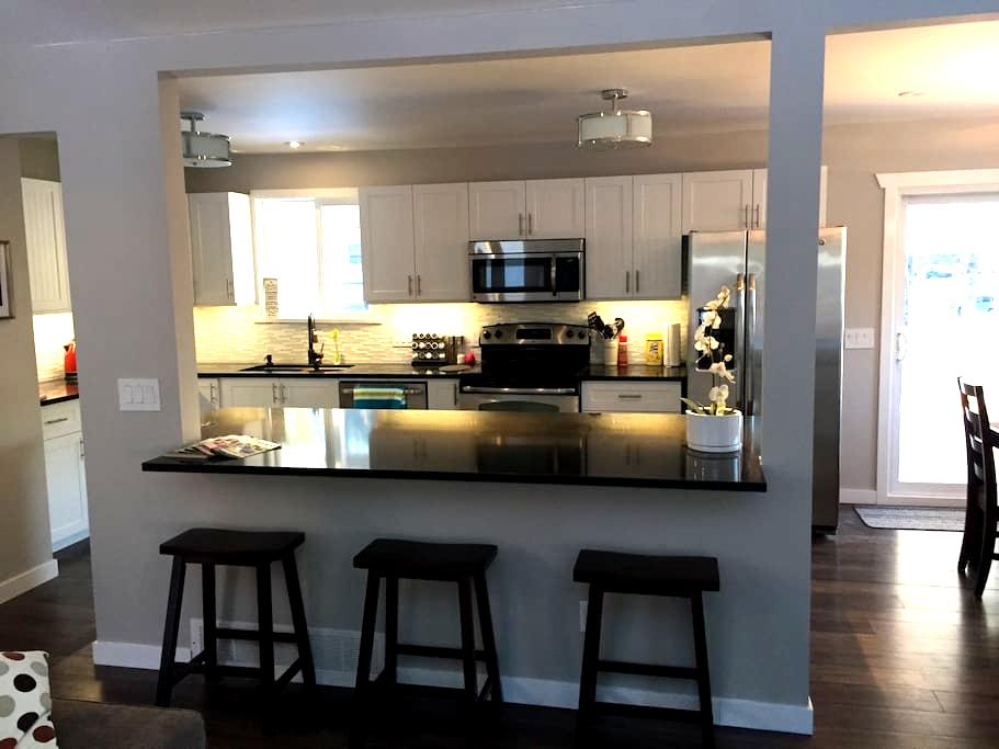 Newly Renovated Family Home in beautiful Squamish - สวคามิช