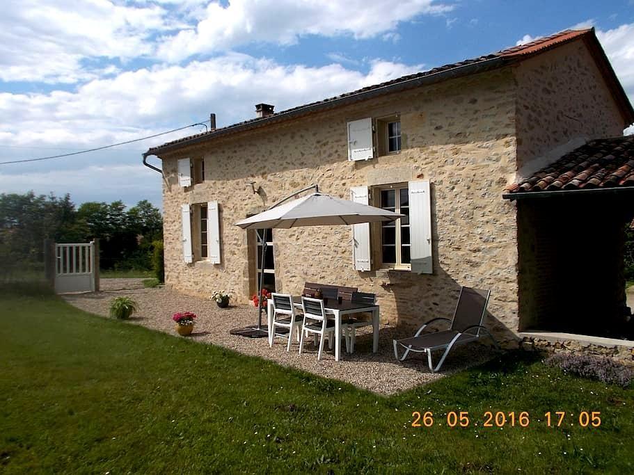 Gîte  situé à 200m du canal latéral à la Garonne - Castets-en-Dorthe - Huis