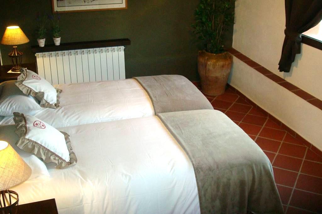 Habitación doble con baño y vistas. - Sant Quintí de Mediona - Bed & Breakfast