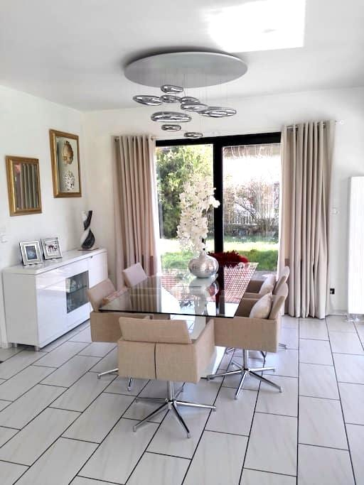 2 chambres avec chacune 1 grand lit - Meylan - Villa