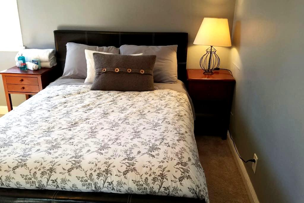 Comfortable bed in private room - Buena Park - House