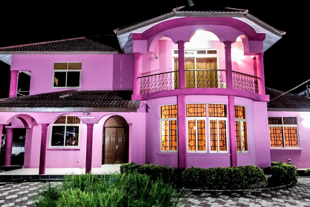 Grand Spacious Mbweni house - Sansibar-Stadt - Bed & Breakfast