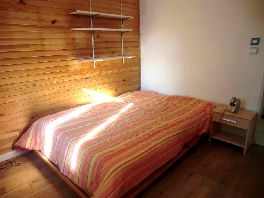 Chambre dans maison écologique au calme - Le Bar-sur-Loup - Casa