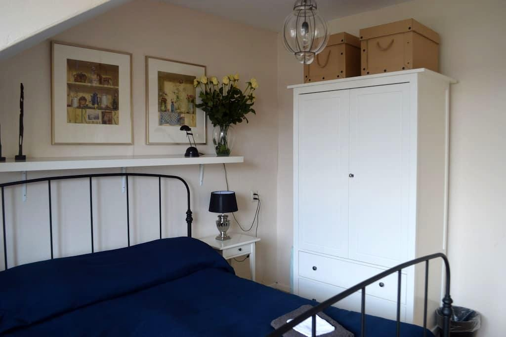 Lovely room for 2 guests - The Hague - Apartment
