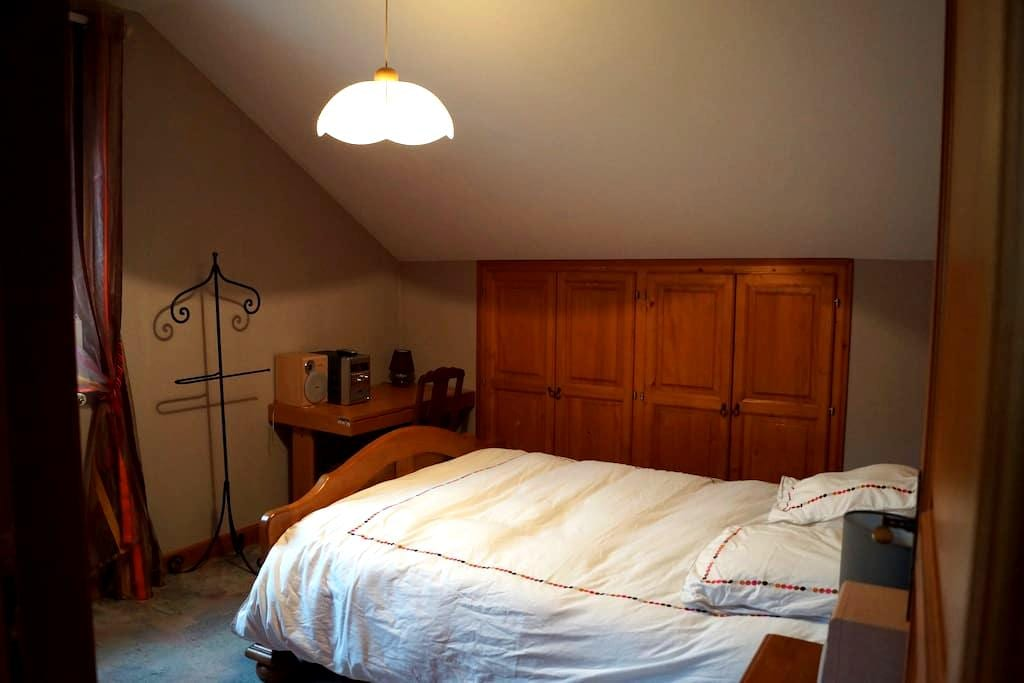 Chambre double+salle de bain dans agréable maison - La Bresse