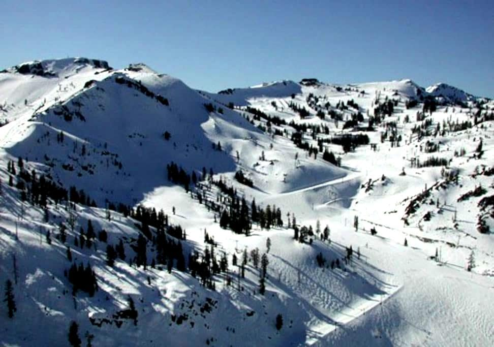 Beat the traffic and ski! - Olympic Valley