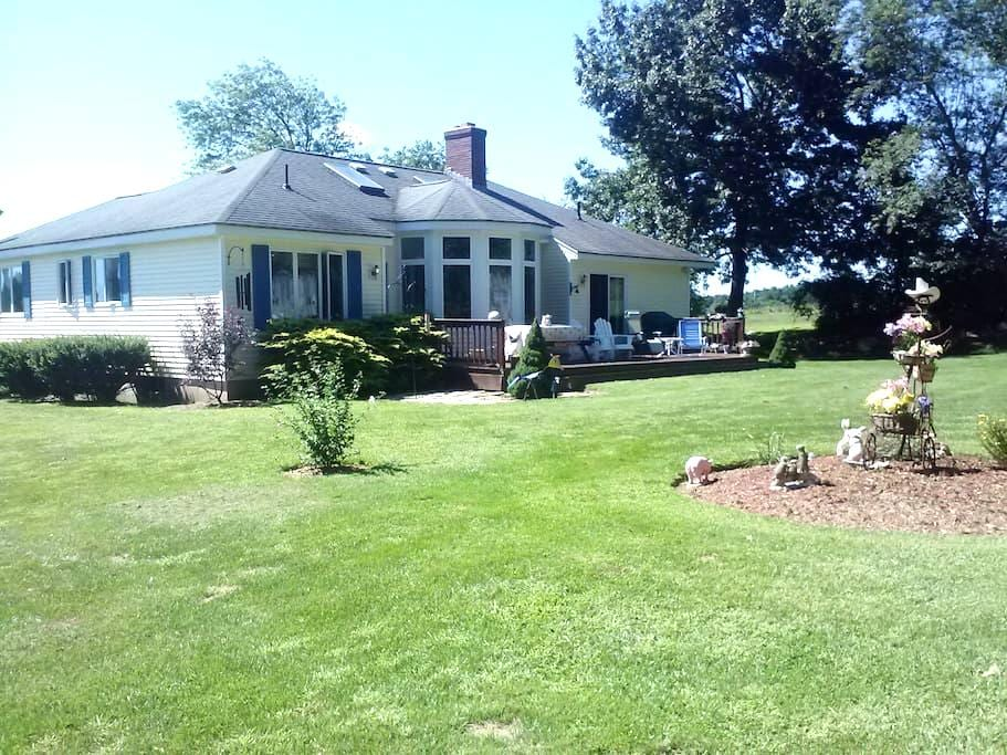 House on 3 acres, Boston Suburbs  - Southborough - 獨棟