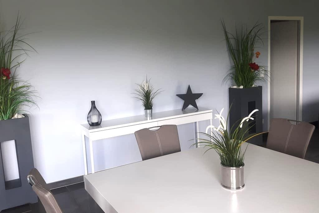 chambres dans grande maison moderne - Guéron