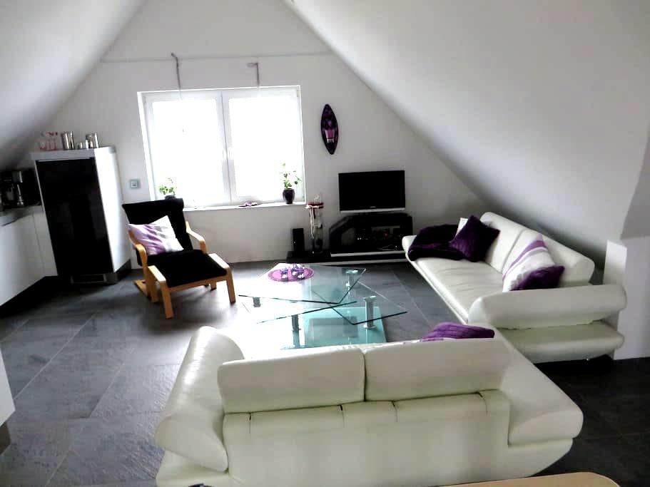 Tolle Dachgeschosswohnung am Rande des Ruhrgebiets - Bottrop - Apartemen
