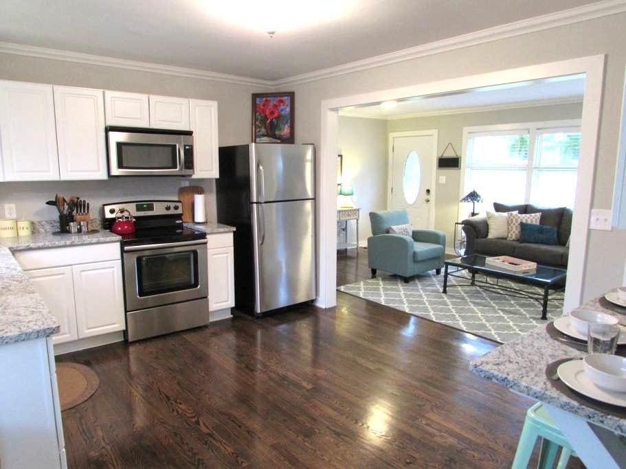 Newly Renovated 2BR/2BA - Nashville - Maison