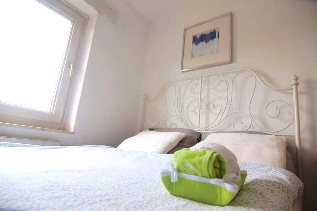 Clean & Tidy room (Near Station) - Maastricht - Apartment