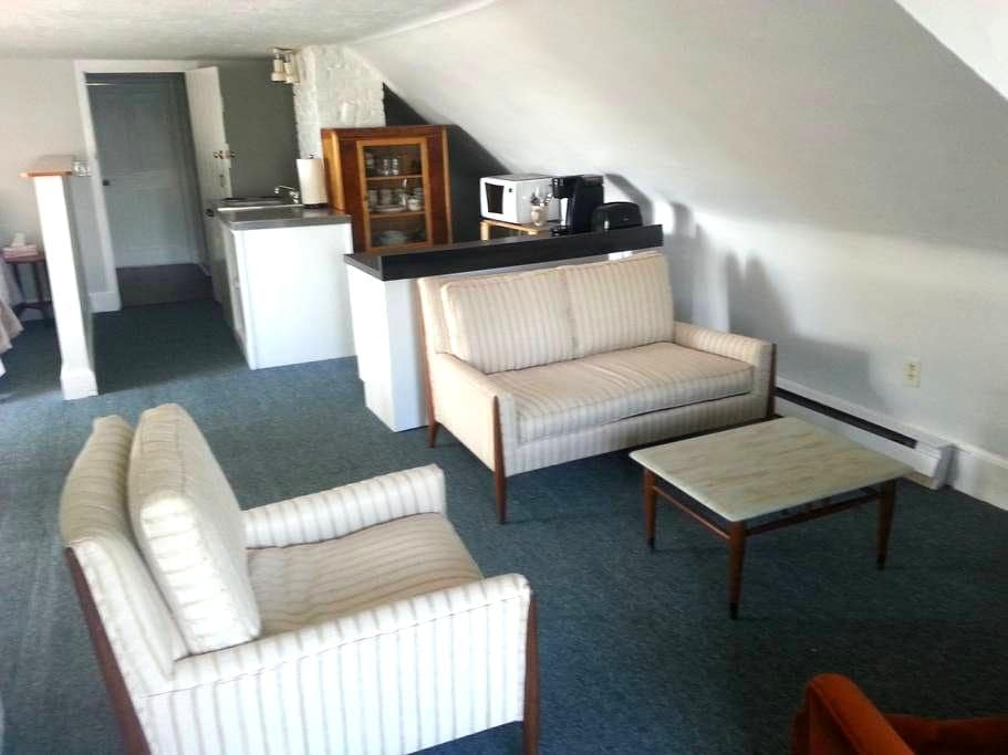 Penthouse apt. in former Consulate Inn - Pictou