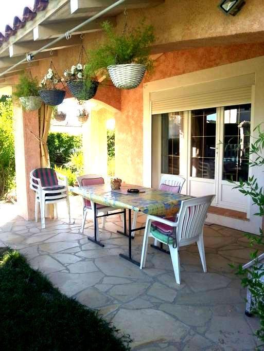 Petite chambre dans villa - Caveirac