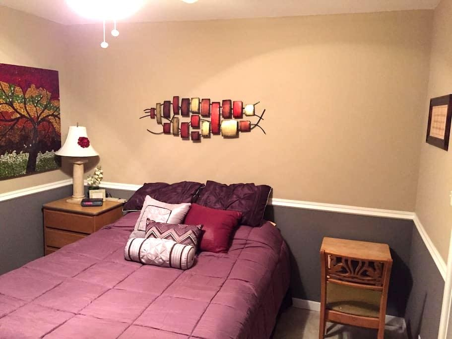 Share my condo and be comfy! - Westmont