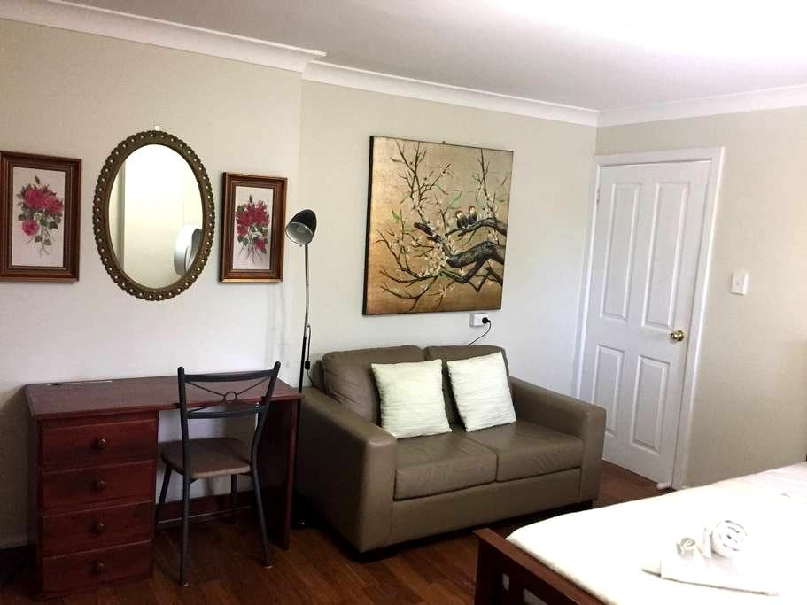 North Ryde, Spacious Private Room - North Ryde - บ้าน