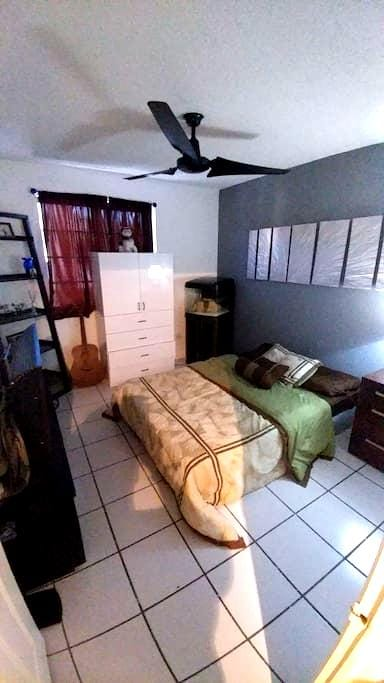 Private room, private bathroo with extras in Miami - Miami