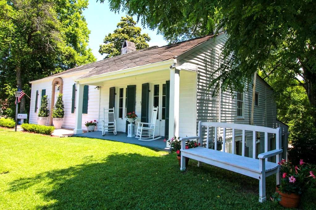 Room for Rent at Steele Cottage - JM Swords - Vicksburg