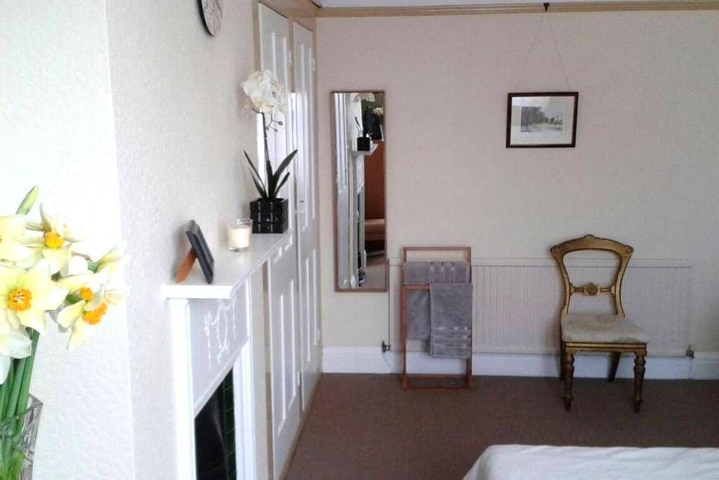 Comfy Twin Room Maddington Cottage Town Centre - Bognor Regis - Bed & Breakfast