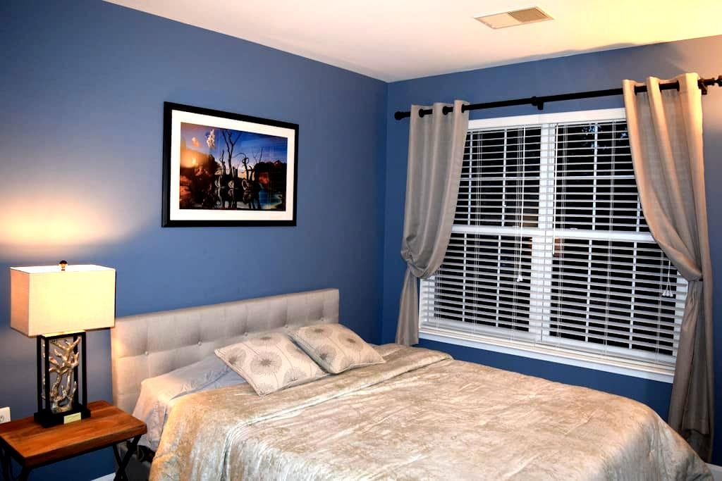 Private Room & Bath - Quiet Townhouse Neighborhood - Ashburn - Townhouse