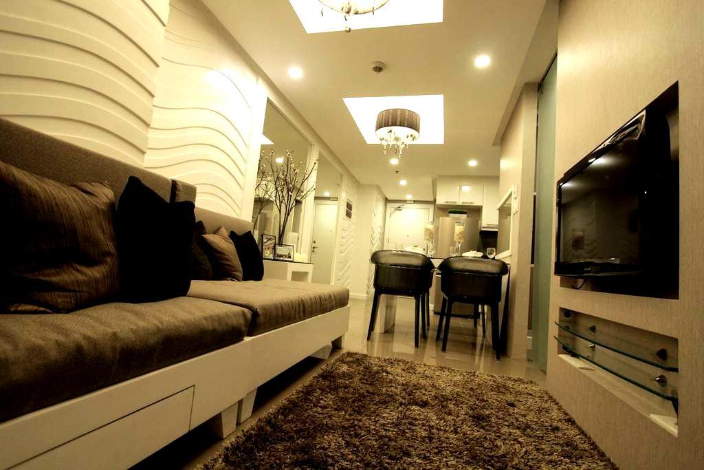 Fort Bonifacio Elegant 1 BR Suite - Taguig