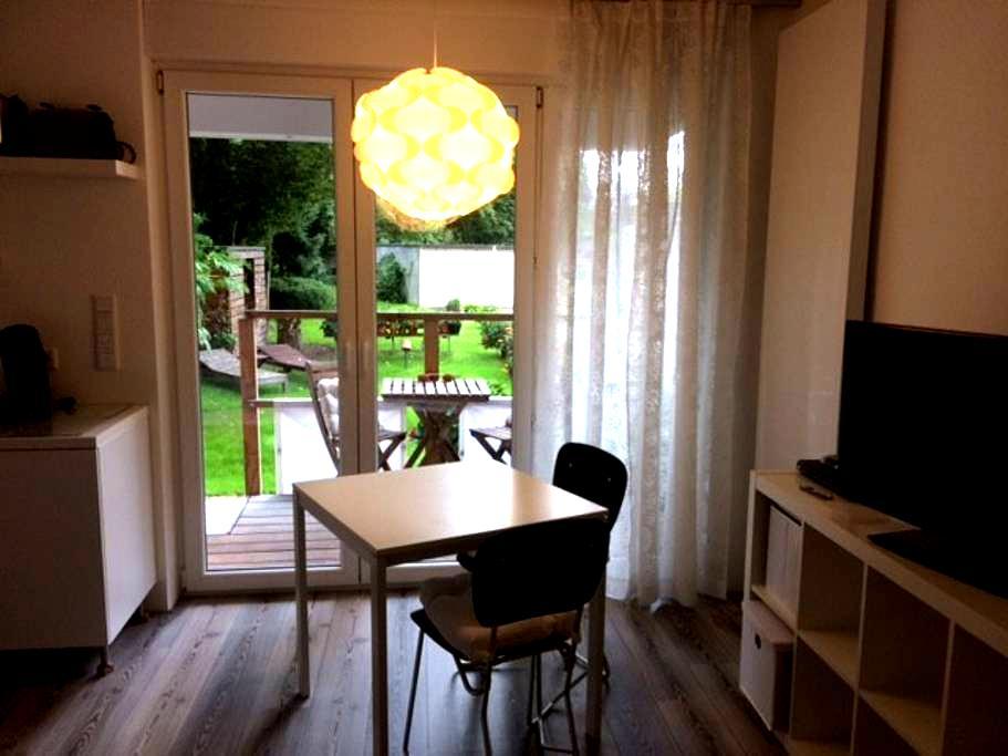 City Apartment mit kleiner Terrasse - Düsseldorf - Apartament