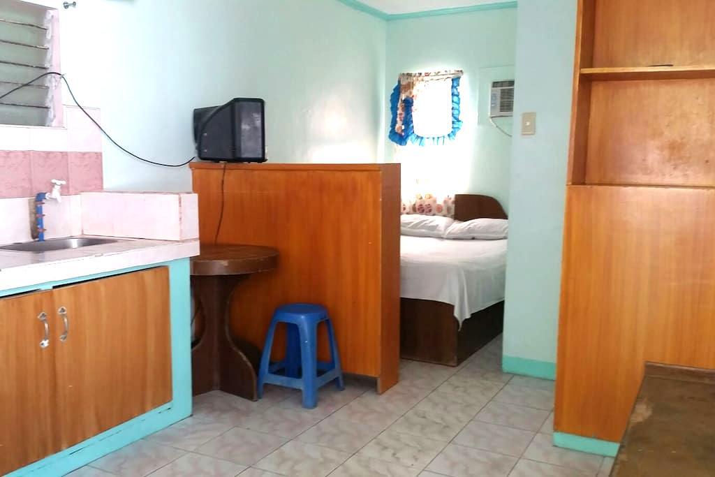 LAHARNY'Z Beach House. - Olongapo