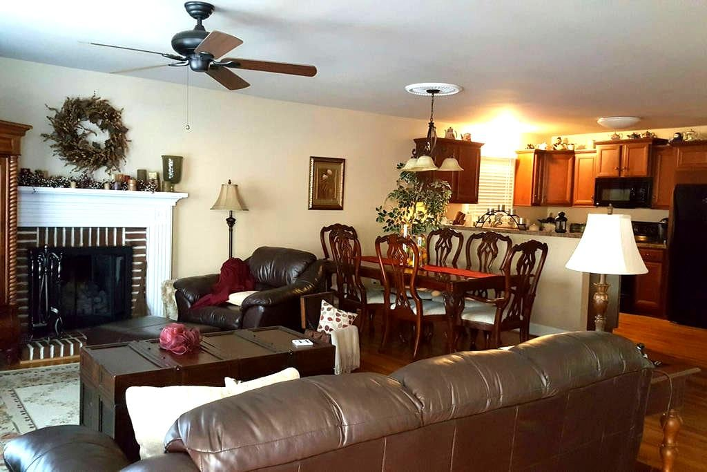 Cozy Furnished House near I-85. - Thomasville - Huis
