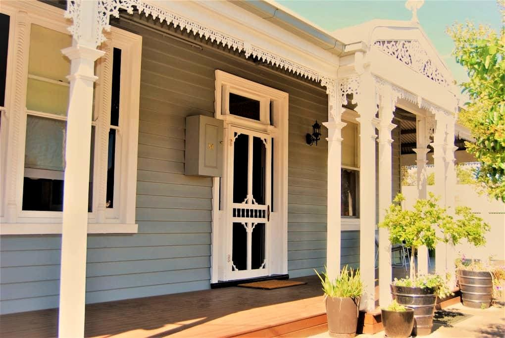 CBD listing A- Close to VLine. - Wangaratta - Bed & Breakfast