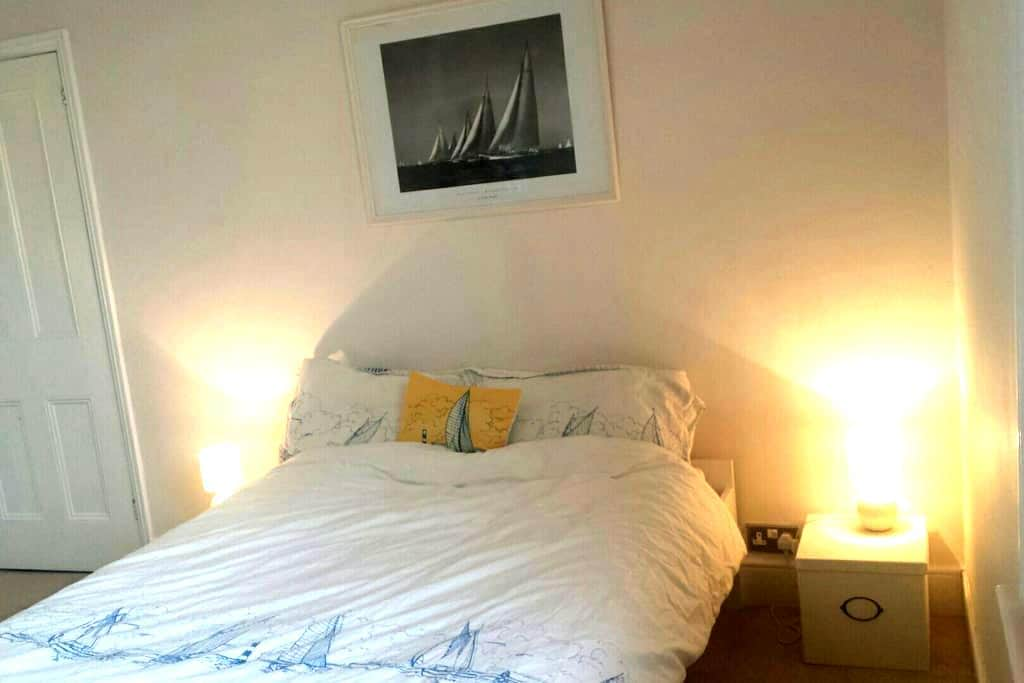 Light and spacious double room - Poole - Dom