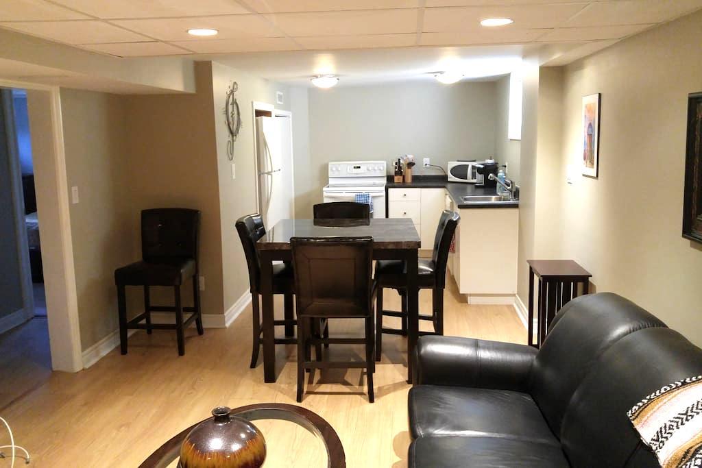 Two bedroom apartment in beautiful Oakridge - 伦敦 - 独立屋