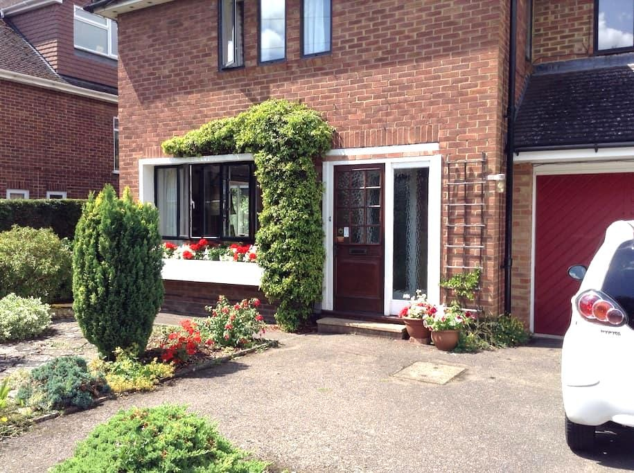 Parking,Private Bathroom,Convenient - Caversham Reading - Huis