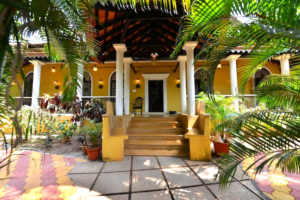 Portuguese villa with pool in North Goa, India - Siolim