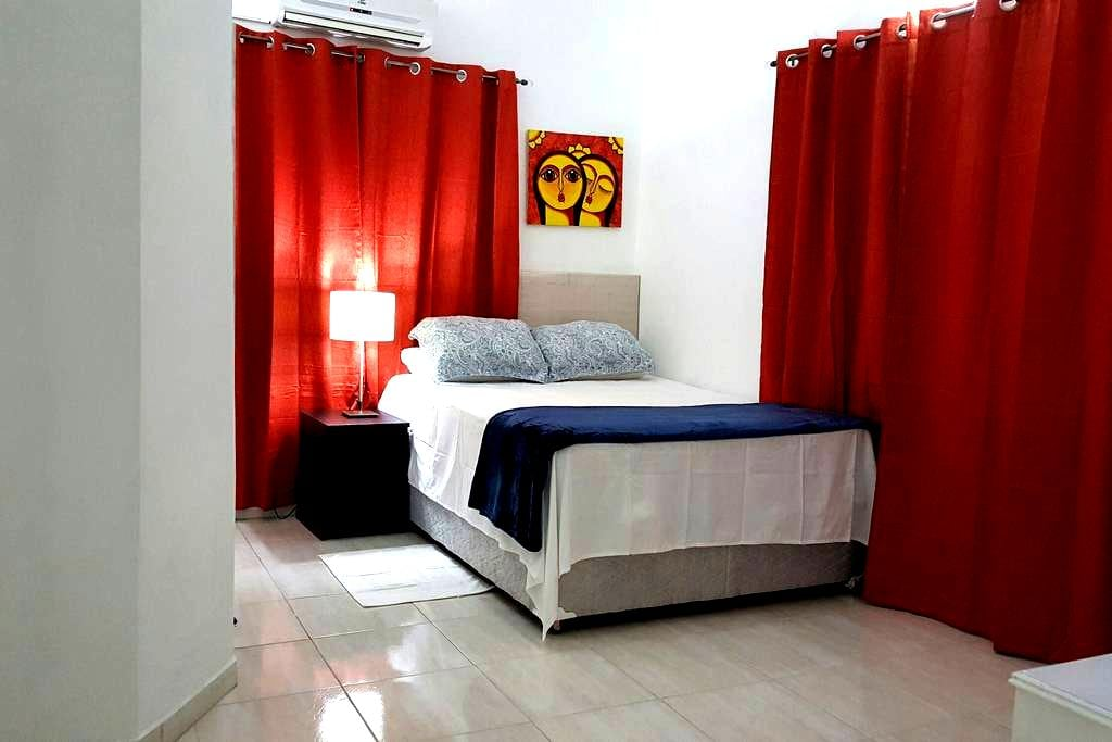 Breezy, Clean comfortable Rooms - Piarco - Bed & Breakfast
