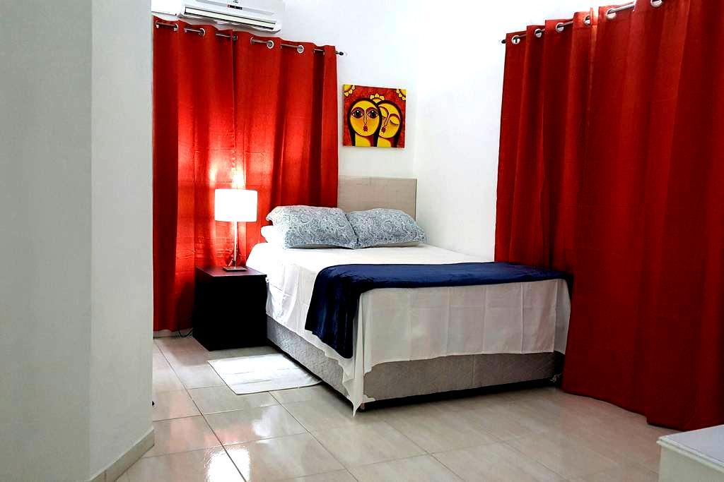 Breezy, Clean comfortable Rooms - Piarco - Bed & Breakfast