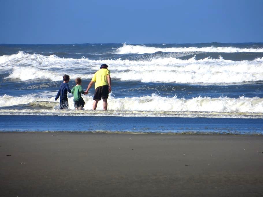 Peaceful Condo by the Ocean & Razor Clamming! - Copalis Beach - Timeshare