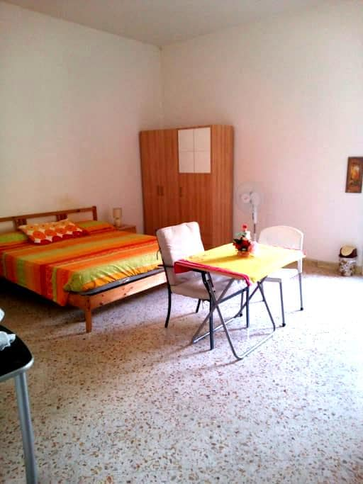 Room use single double triple - Salerno - Lakás