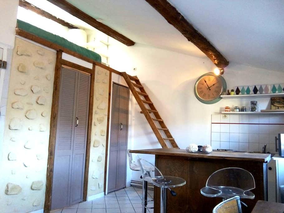 Bel appart avec cachet PLEIN CENTRE - Avignon - Lägenhet