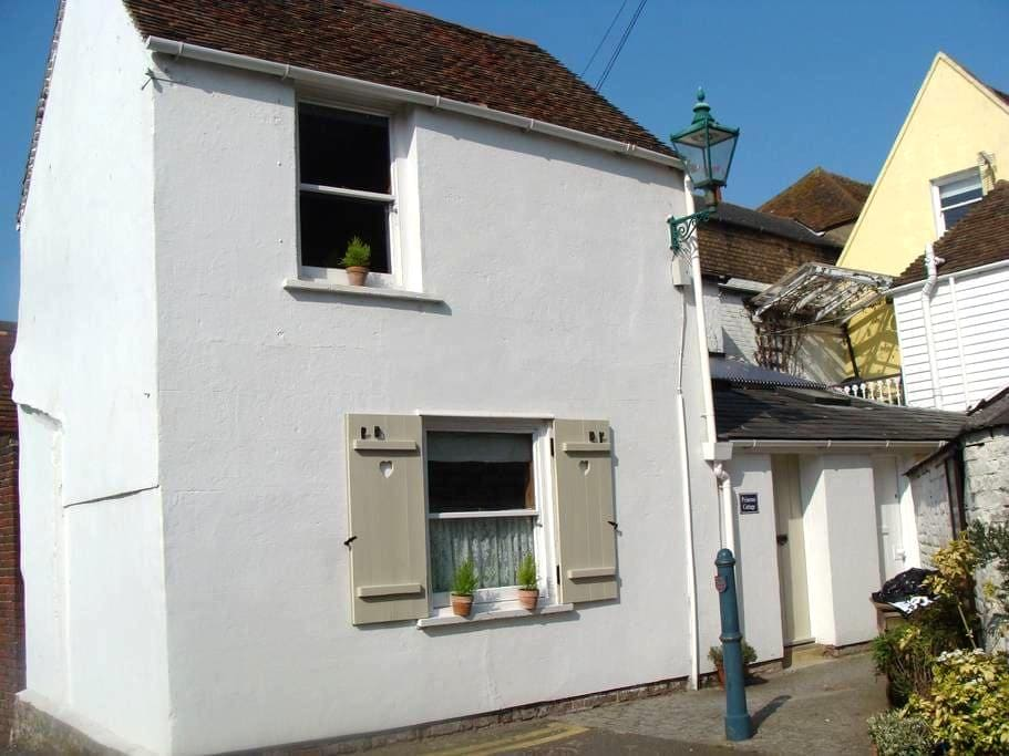 Primrose Cottage, 35a Beach Street. - Deal
