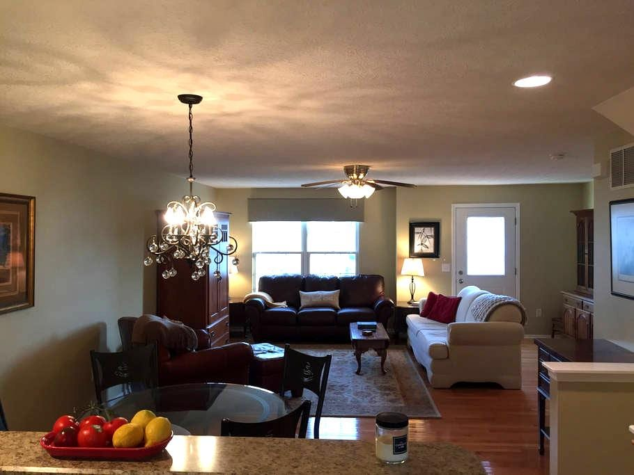Classy Condo - Spacious and Updated - Westerville - 아파트(콘도미니엄)