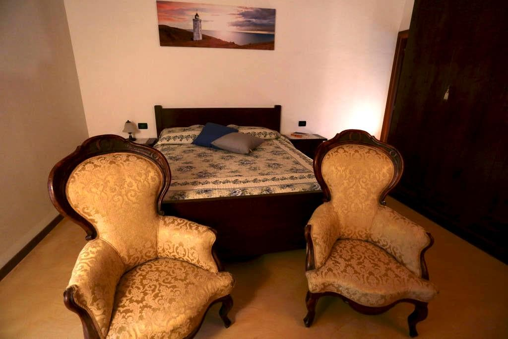 "DOUBLE ROOM "" LE COLOMBE"" - Bussolengo - Bed & Breakfast"