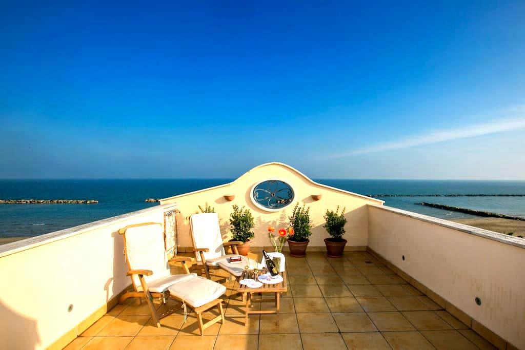 """Casa """"Belvedere"""" sulla spiaggia del Mare Adriatico - Grottammare"""