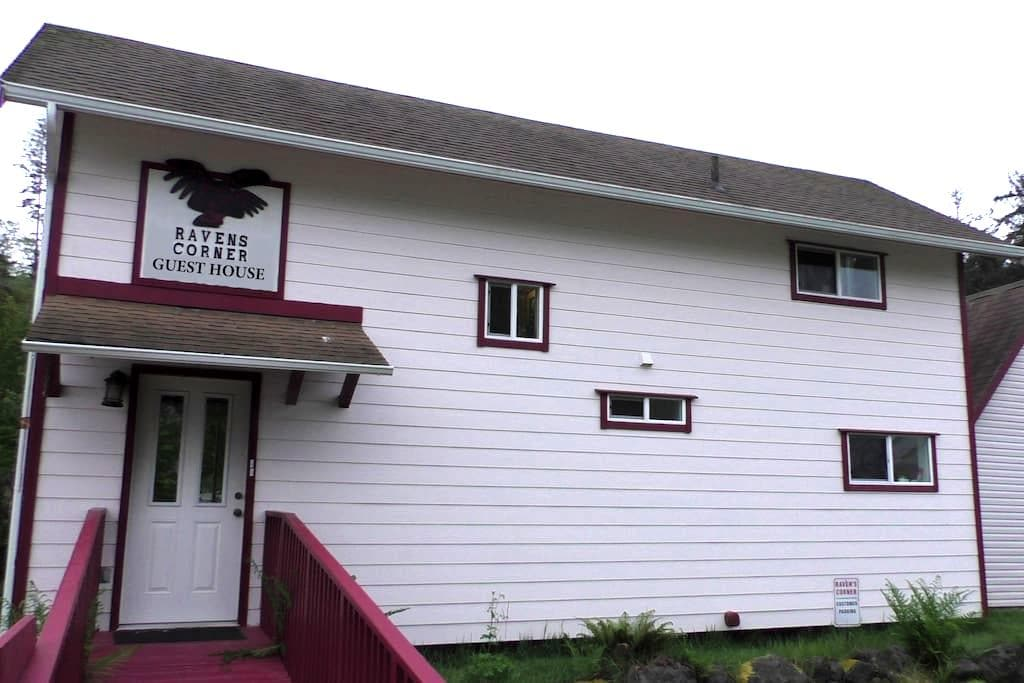 Raven's Corner Guest House - Neah Bay - Haus