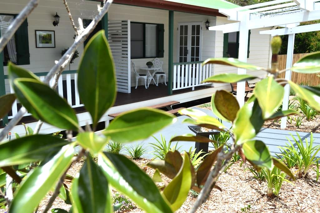 B&B - Linda's Place - Relax Enjoy Unwind - Tamborine Mountain - Bed & Breakfast
