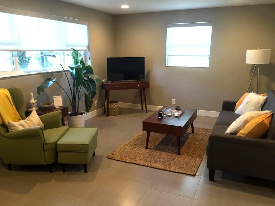 High End 2 Bed, 1 Bath Private Apartment - Murray - Apartamento