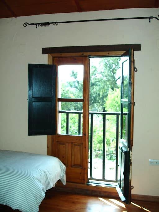 Casa rural en sierra de Aracena - acebuche - Huis