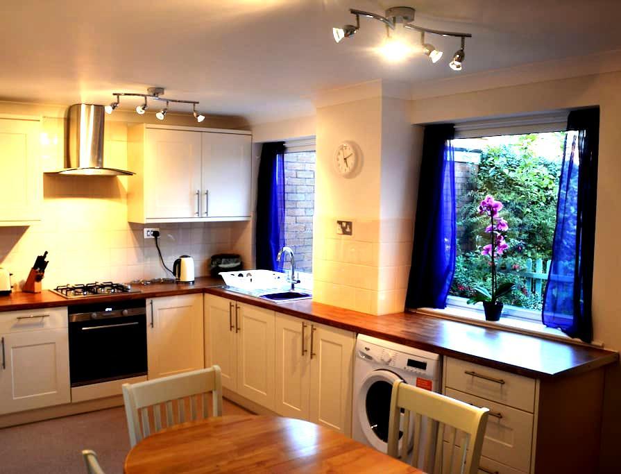 7 Sistars Retreat House - Rhiannon Room - Glastonbury - Rumah