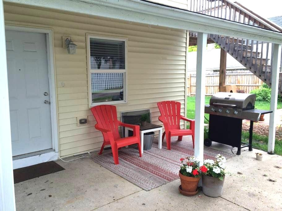 2 Bedroom Duplex in NE MPLS + Outdoor Space - Minneapolis - Daire