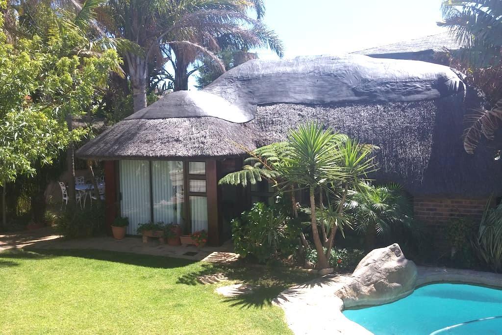 Lovely Garden Cottage - Ciutat del Cap - Bungalou