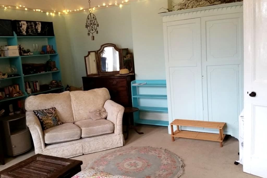 Patterned Triple Bedroom - Devizes - Haus