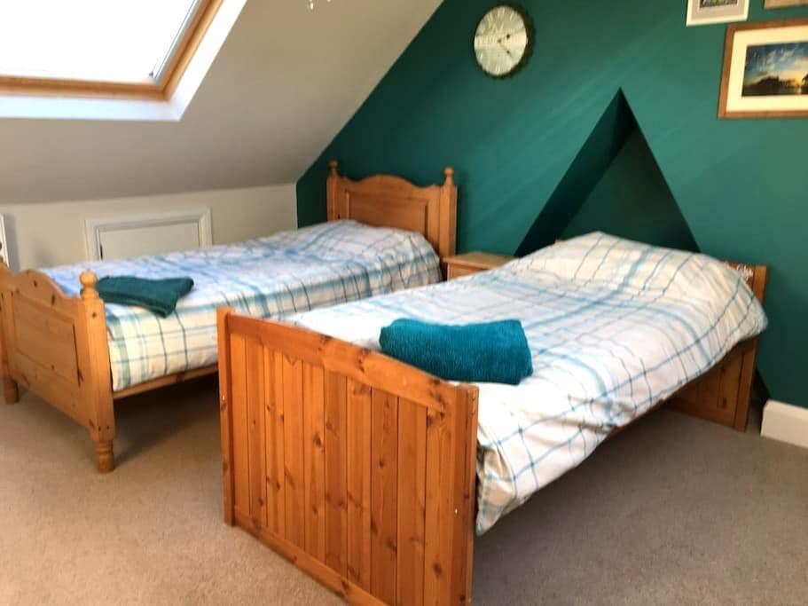 Spacious twin room with en suite - Worthing - Casa